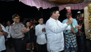 Bupati dan Wakil Bupati Bintan Hadiri Pawai Takbir Keliling