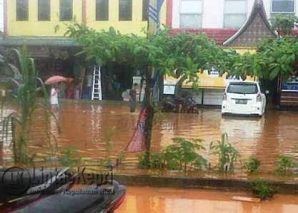 Jalan DI Pandjaitan Kilometer 9 Jadi Langganan Banjir