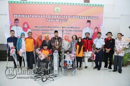 Lis Berikan Bantuan Untuk Anak Disabilitas