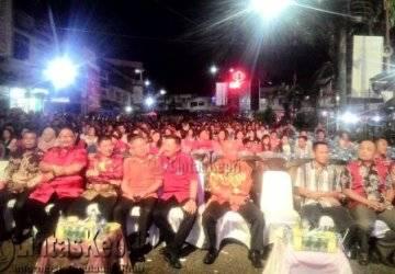 Malam Perayaan Imlek Ke-2567 Warga Padati Jalan Merdeka