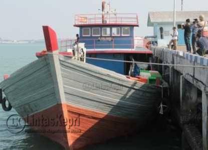 Barang Sitaan Dua Kapal Penyelundup Diserahkan ke KPPBC