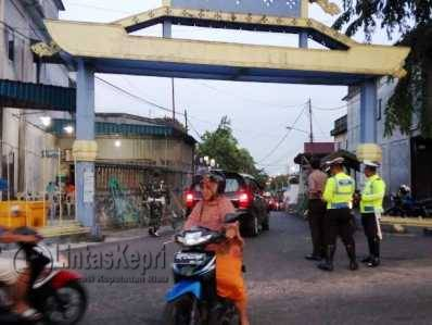 Puluhan Aparat Gabungan Siaga Sambut Jenazah HM Sani