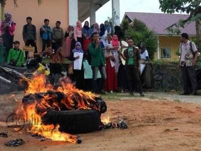 Mahasiswa STAI MU Tanjungpinang Demo Kampus