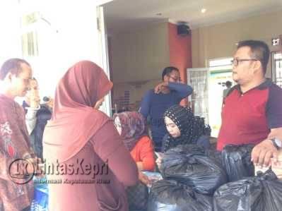 Di Tanjung Unggat 7000 Paket Sembako Murah Tersedia