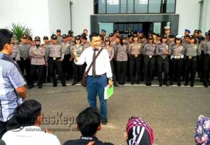 Tuntut Dana Hibah, Dosen UMRAH Demo Gubernur Kepri