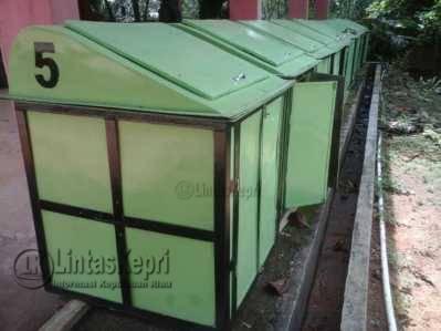 Puluhan Bak Sampah Mengendap di Gudang TPA Ganet