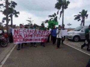 Protes Kebijakan Jokowi-JK, HMI Gelar Aksi di DPRD Kepri