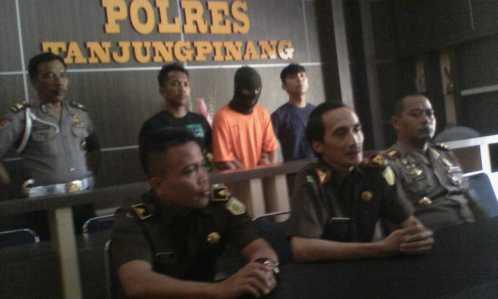 Kepala Kejari Tanjungpinang, Harry Ahmad Pribadi saat jumpa pers di Mapolres Tanjungpinang, Selasa (17/1).