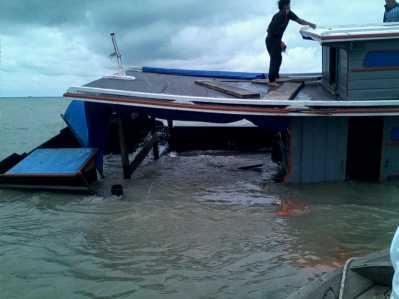 KM Berkah Utama Karam Diterjang Angin Ribut