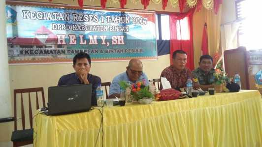 Anggota DPRD Kabupaten Bintan Dapil III, Helmy, SH melakukan kegiatan Reses I tahun 2017 di Kecamatan Tambelan, Kabupaten Bintan, pukul 09:00 WIB, Sabtu (28/1).