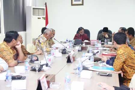 Badan Anggaran DPRD Kepri dan Tim Anggaran Pemerintah Daerah (TAPD) merampungkan singkronisasi anggaran di tiap-tiap komisi.