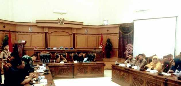 Ketua KPPAD Kepri, M.Faizal saatrapat dengar pendapat bersama Komisi I DPRD Kota Tanjungpinang, Senin (23/1) siang.