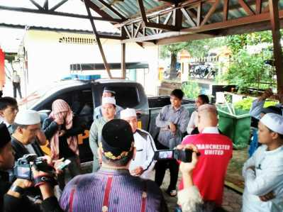 FPI Tanjungpinang saat tiba di Mapolres Tanjungpinang.