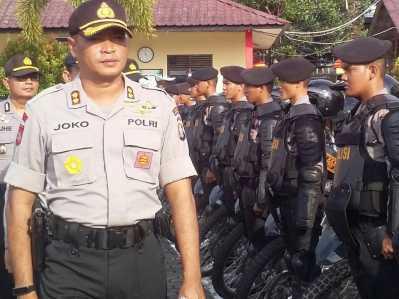 Kapolres Tanjungpinang AKBP joko Bintoro saat gelar apel pasukan siaga pengamanan Imlek tahun 2017.