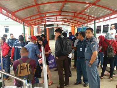Terlihat pemudik saat pergi dan pulang dari antar pulau di Kepri melalui Pelabuhan Sri Bintan Pura Tanjungpinang.