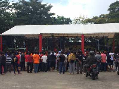 Jajaran Polres Tanjungpinang menggelar lomba burung berkicau di lapangan Pamedan Ahmad Yani dalam rangka memperebutkan piala Kapolres Cup I Tanjungpinang Minggu, (12/2).
