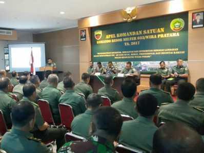 Apel Komando Satuan Korem 033/WP Tahun 2017 di Aula Makorem, Kamis (16/2).