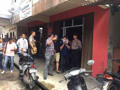Pegawai bagian distribusi pasar BUMD Tanjungpinang, Slamet saat di gelandang Tim Saber Pungli Polda Kepri
