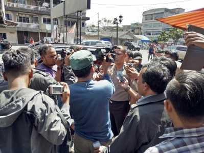 Kapolres Tanjungpinang AKBP joko Bintoro saat diwawancara wartawan.