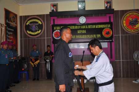 Acara Penganugerahan Sabuk Hitam Kehormatan Kepada Komandan Yonmarhanlan IV Tanjungpinang.
