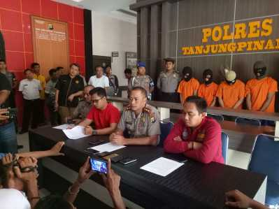 Kapolres Tanjungpinang, AKBP Joko Bintoro didampingi Kasat Narkoba, AKP Ricky Firmansyah, Kasat Reskrim Andri Kurniawan dan Kasubag Humas Iptu Ariantono.