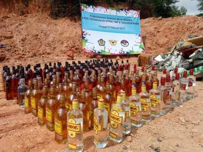 Inilah ribuan Minuman botol beralkohol tinggi yang diamankan Bea dan Cukai Tanjungpinang sebelum dimusnahkan.