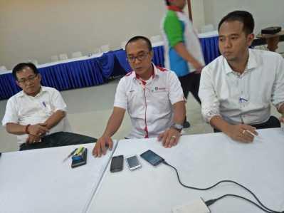 GM Pelindo I cabang Tanjungpinang, I Wayan Wirawan (tengah) bersama Dirut BUMD, Asep Nana Suryana (kiri) dan Direktur BUMD PT Tanjungpinang Makmur Bersama, Zondervan (kanan).