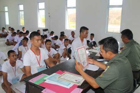 57 orang peserta mengikuti seleksi penerimaan Calon Tamtama Prajurit Karier (CATA PK) Tahun 2017 yang dipusatkan di Markas Komando Resor Militer (Makorem) 033 Wira Pratama Sub Panitia Daerah Tanjungpinang Provinsi Kepulauan Riau.
