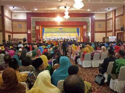 291 Wisudawan-Wisudawati saat mengikuti Wisuda ke-VIII UMRAH di Pulau Dompak, Kepulauan Riau, Sabtu (18/3).