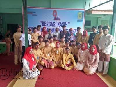 Wakil Walikota Tanjungpinang, Syahrul saat berfoto bersama dengan pihak Bank BPR dan Panti Asuhan Muhammadiyah Kota Tanjungpinang.