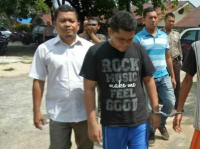 Tersangka Ismail Saleh saat digelandang Polisi.