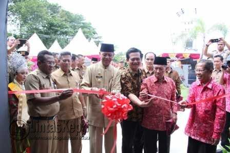 resmi dibuka oleh Wakil Walikota Tanjungpinang Syahrul, ditandai dengan pengguntingan pita.