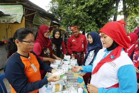 Puskesmas Tanjung Unggat berikan pelayanan dan pengobatan gratis terhadap warga sekitar disaksikan langsung Walikota Tanjungpinang, Lis Darmansyah.