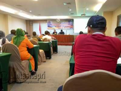 Kepala BNNK Batam, AKBP Darsono menyampaikan materi tentang penyalah gunaan narkoba.