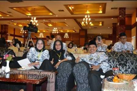 Persatuan Guru Republik Indonesia (PGRI) Kota Batam menggelar Konferensi Kerja I.