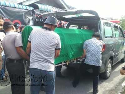 Untuk memastikan penyebab Kematian nya, jenazah DK dibawa kerumah sakit Raja Ahmad Thabib Provinsi Kepri