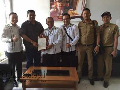 Kepala BPJS Ketenagakerjaan cabang Tanjungpinang, Jefri Iswanto saat foto bersama.
