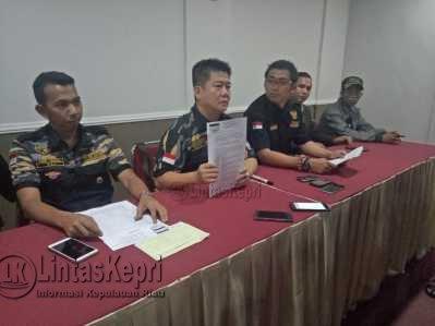 ketua DPW Pekat IB Kepri, Edison AA Sutanto, Jumat (28/4), saat konferensi pers di Hotel Halim Tanjungpinang.