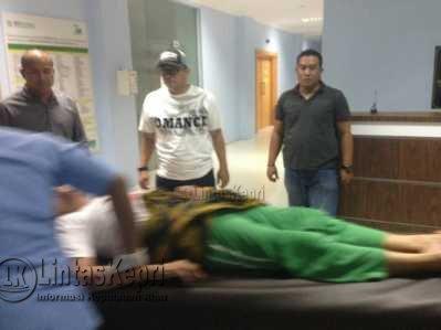 Samsidar (60Th) korban penganiayaan yang dilakukan oleh Robi saat dirujuk ke RSAL Tanjungpinang.