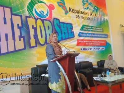 """Dewi Kumalasari Ajak Masyarakat Sukseskan """"He For She""""."""