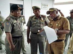 Wali Kota Tanjungpinang, Lis Darmansyah dan Plt Kasatpol PP Tanjungpinang, Dedy.