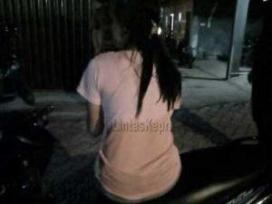 Inilah Wanita yang mengaku bernama Santi tidak dibawa Satpol PP Tanjungpinang saat razia kos, Selasa (30/5)