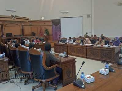 Nelayan Kampung Bugis saat Rapat Dengar Pendapat (RDP) bersama DPRD Tanjungpinang, Selasa (9/5).