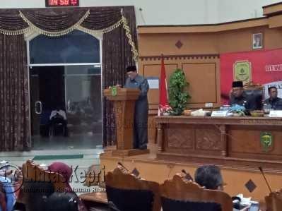 Ketua Pansus LKPj, Borman Sirait saat menyampaikan LKPj Walikota Tanjungpinang Tahun 2016.