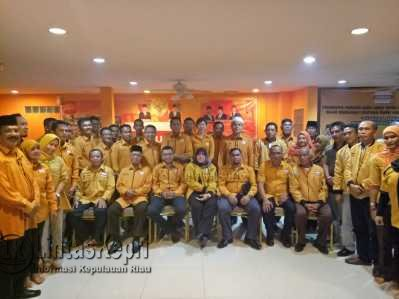 Pengurus Partai Hanura Kota Tanjungpinang, Provinsi Kepulauan Riau saat foto bersama, Kamis (25/5) malam.