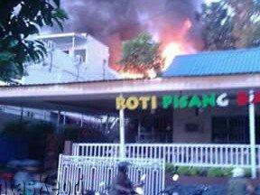 Inilah rumah yang terbakar bersebelahan dengan tempat makan berlabel Cisangkuy.
