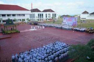 Peringatan Hari Pendidikan Nasional yang disejalankan dengan Hari Kebangkitan nasional tingkat Provinsi Kepulauan Riau Tahun 2017 di lapangan kantor Gubernur, Senin (22/5).