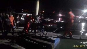 Video kedatangan dua jenazah di Pelantar 1 Tanjungpinang yang merupakan korban kapal nelayan tenggelam di Perairan Cempa, Kabupaten Lingga.