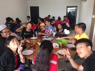 Pengunjung Rumah Makan Selera Nusantara saat menikmati kuliner yang disajikan.