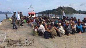 405 orang Anak Buah Kapal (ABK) pelaku illegal fishing asal Vietnam dideportasi
